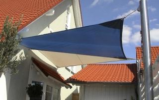 Sonnensegel bestehend aus Stamoid (UV-beständig, reißfest, wasserdicht und Vogelkot resistentes LeichtplanenMaterial Fa. Fabo, Schweiz), inkl. Montage.