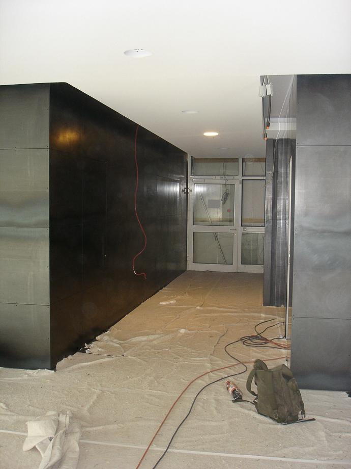 Wandverkleidung aus Stahlblechen im Innenbereich