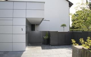 Gartentoranlage mit Türschließanlage
