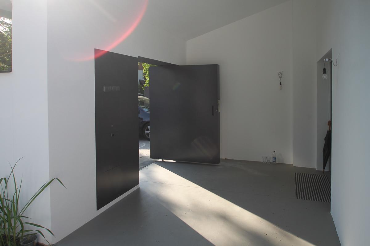 Eingangstüre mit Briefkastenanlage
