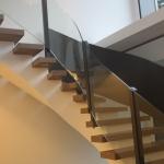 Treppengeländer aus Aluminium, pulverbeschichtet und Glas