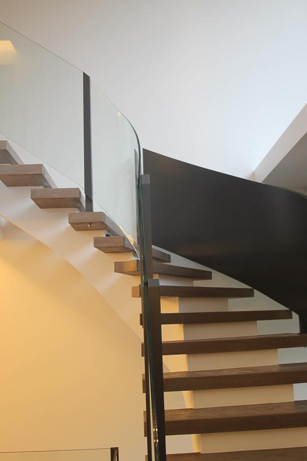 treppengel nder aus aluminium pulverbeschichtet und glas. Black Bedroom Furniture Sets. Home Design Ideas