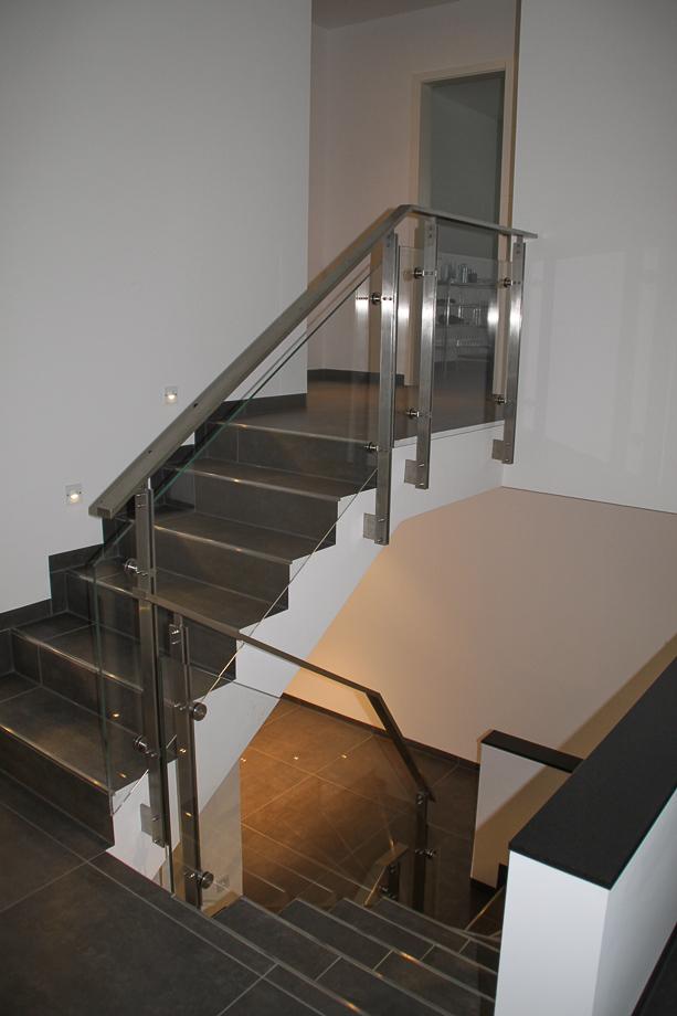 innentreppe gel nder edelstahl glas tgi17 schlosserei. Black Bedroom Furniture Sets. Home Design Ideas